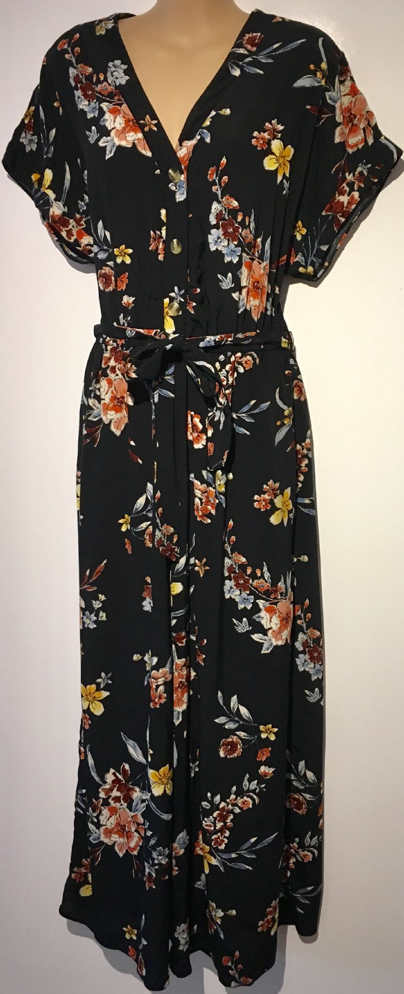 01ccdd969f58 NEW LOOK BLACK FLORAL BUTTON JUMPSUIT BNWT SIZE 14